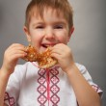 Little boy eats pancakes — Stock Photo #9191818