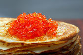Russian pancakes with red caviar — Stock Photo