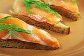 Panino con salmone affumicato — Foto Stock