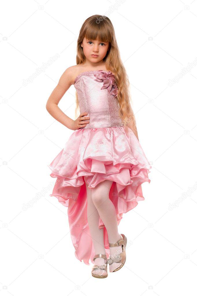 ca�kiem ma�a dziewczynka w r243żowej sukience � zdjęcie