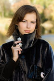 Attractive young woman in autumn park — Stock Photo