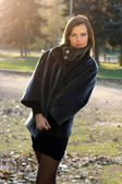 Gorgeous young woman in autumn park — Stock Photo