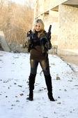 Gorgeous girl with rifle — Stock Photo