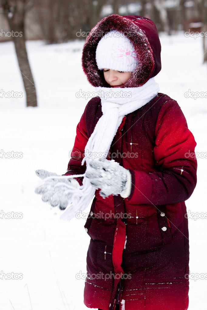 Girl in winter clothes plays to snow — Stock Photo #8356204