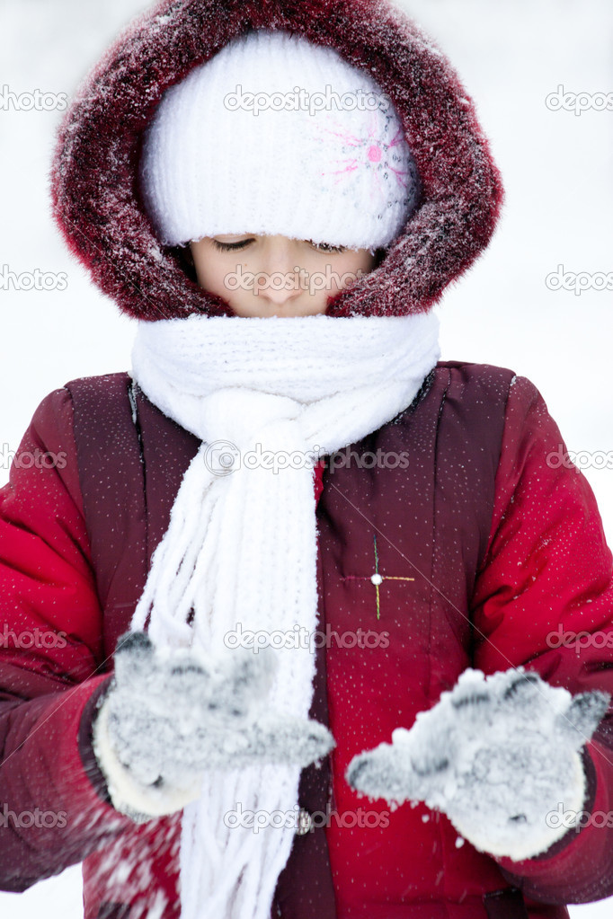 Girl in winter clothes plays to snow — Stock Photo #8356212