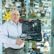 Man   in  auto parts store — Stock Photo