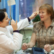 Ophthalmologist and patient testing eyesight — Stock Photo