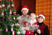 Familia para un retrato de navidad — Foto de Stock