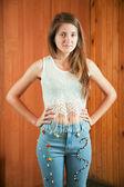 Teen flicka visar trasa pärlstav själv — Stockfoto