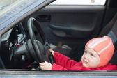 Bambino ragazza guida auto — Foto Stock
