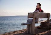 Mujer madura feliz cerca del mar — Foto de Stock