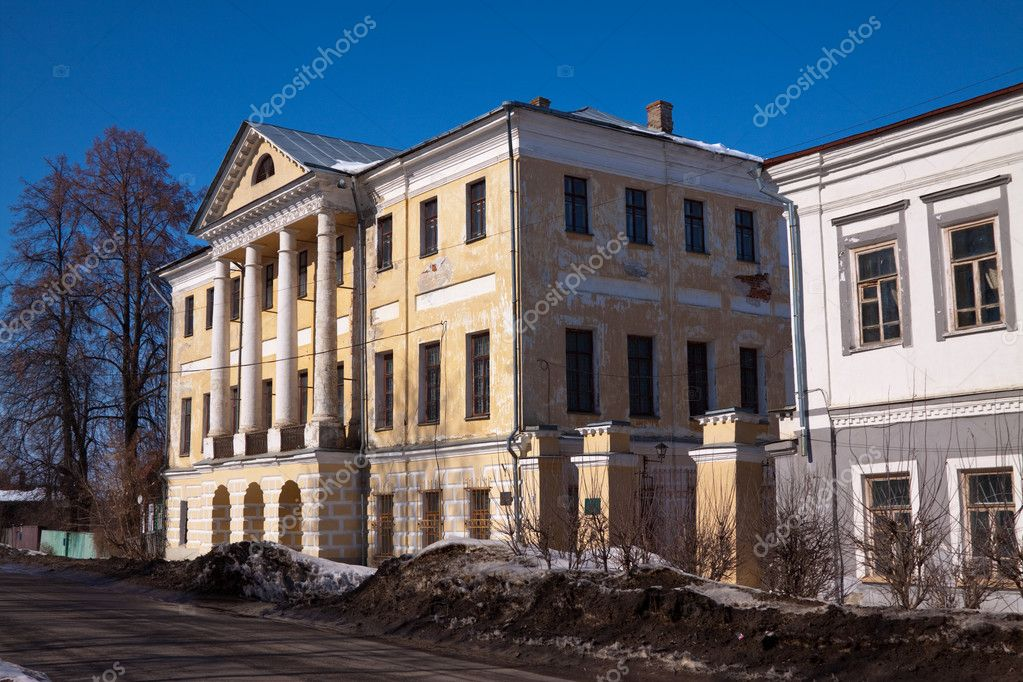 Old mansion at Viazniki in winter. Russia — Stock Photo #10530841