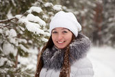 Girl at wintry park — Stock fotografie