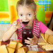 Little girl eating jam - 图库照片