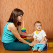 Mom puts baby on potty — Stockfoto #8139530