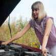 Womtrying to fix car — Stock Photo #8139791