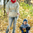 Family planting tree in autumn — Foto de Stock