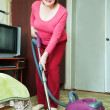 Foto Stock: Womcleaning with vacuum cleane