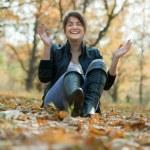 Happy girl in autumn park — Stock Photo