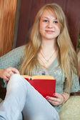 Langharige vrouwelijke student — Stockfoto