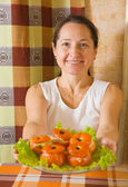 Woman with roasted farci tomato — Stock Photo