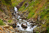 Waterval in rocky mountains — Stockfoto