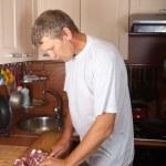 Mann Fleisch geschnitten — Stockfoto