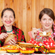 Women eating pancake — Stock Photo