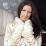 毛皮大衣的女人的肖像 — 图库照片 #9007985