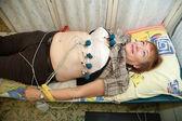 Vrouwelijke patiënt tijdens ecg-procedure — Stockfoto