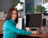 Woman using computer — Stock Photo