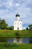 Iglesia de la intercesión en río nerl — Foto de Stock