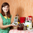 Woman brews herbs - Foto Stock
