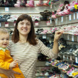 Happy mother with  child chooses  shoes — Foto Stock
