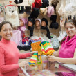 Saleswoman and customer — Stock Photo