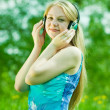 Girl listen to the music — Stockfoto