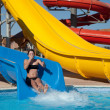 Girl sliding at aquapark - 图库照片