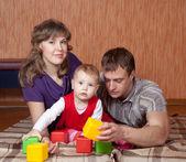 Rodzice z dzieckiem w domu — Zdjęcie stockowe
