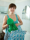 Woman with linen basket in bathroom — Stock Photo
