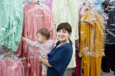 Happy woman and child at shop — Stock Photo