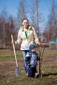 Woman with her son working with spade — Stock Photo