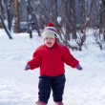 Happy toddler in winter park — Stock Photo #9912127