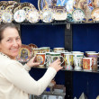 Tourist chooses souvenir cup in egyptian shop — Stock Photo #9912505