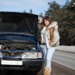 Woman with her broken car in winter — Stock Photo