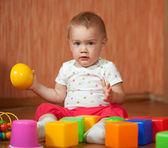 åriga barn med leksaker — Stockfoto