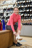 Woman trying shoes for size — Stock Photo