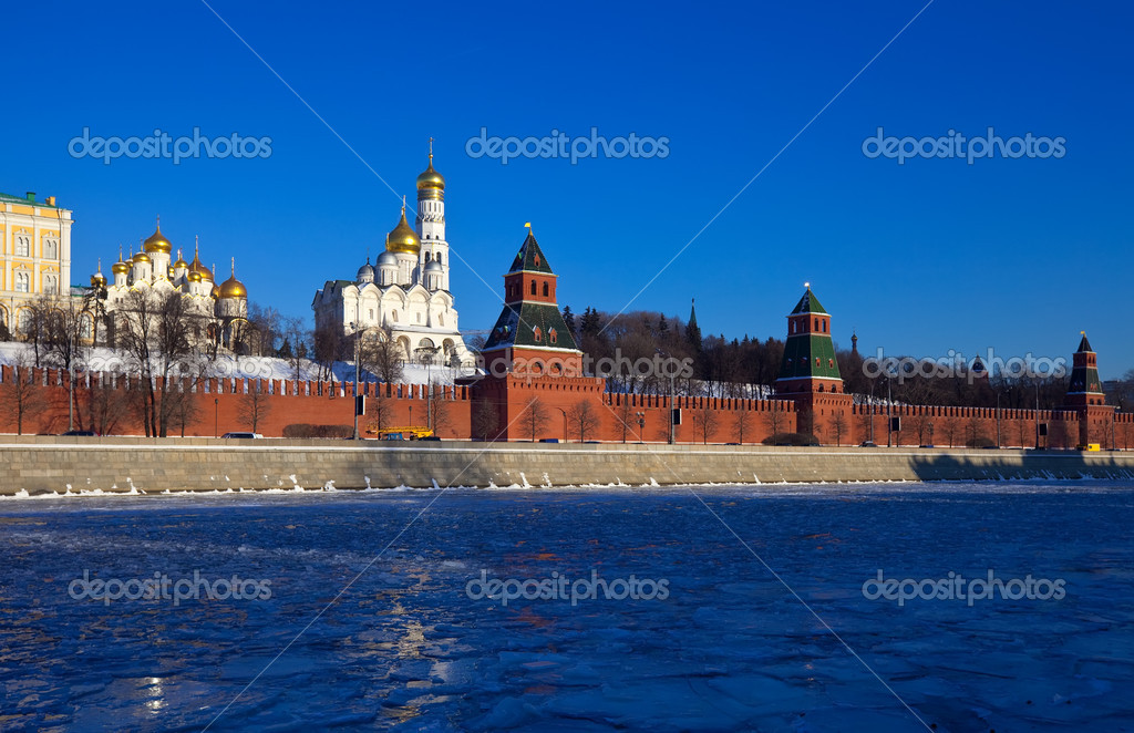 View of Moscow Kremlin in winter day. Russia — Stock Photo #9913766