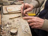 Hands of jeweller — Stock Photo