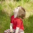 A little girl sitting on the grass — Stock Photo