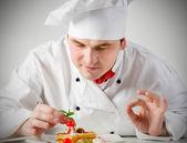 Chef decorating dessert — Stock Photo
